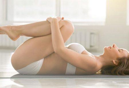 7 jógapóz endometriózis okozta fájdalom enyhítésére
