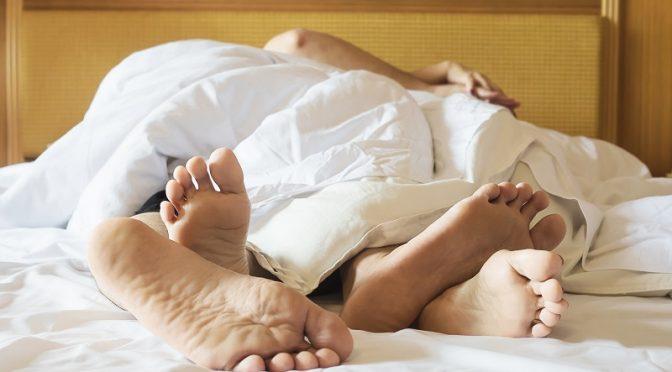 Alvás meztelenül: furcsa, de hasznos termékenységtámogató tipp